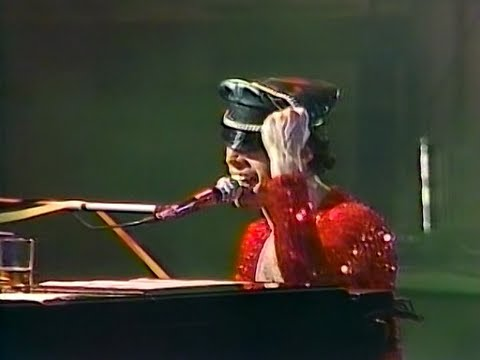 11. We Are The Champions - Queen Live In Tokyo 1979