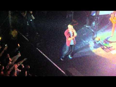 Nick Jonas Performs New Song
