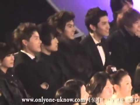 TVXQ watching Big Bang's stage [MKMF 2008]