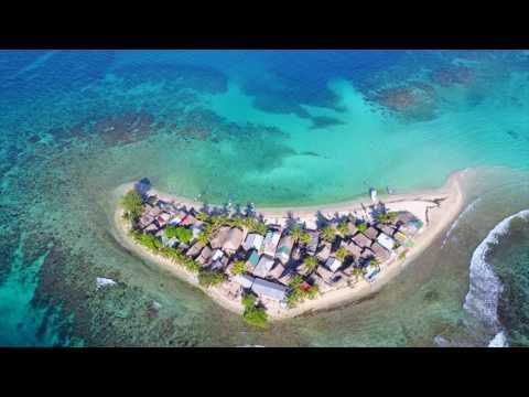 Cayos Cochinos, Honduras - filmed by drone