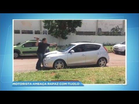 Motorista ameaça rapaz com tijolo em briga de trânsito