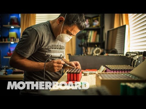The Fixers Using Recycled Laptop Batteries To Power Their Homes