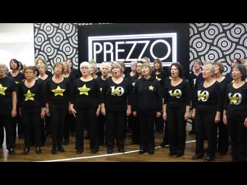 Rock Choir - Christa's Crew Sing Halo At The Kingfisher Centre, Redditch (08/12/16)