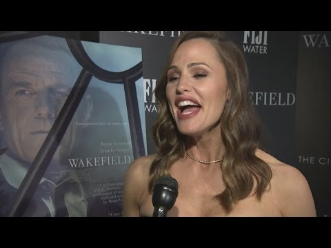 "Jennifer Garner and Bryan Cranston ""sniffed each other"" to get closer"