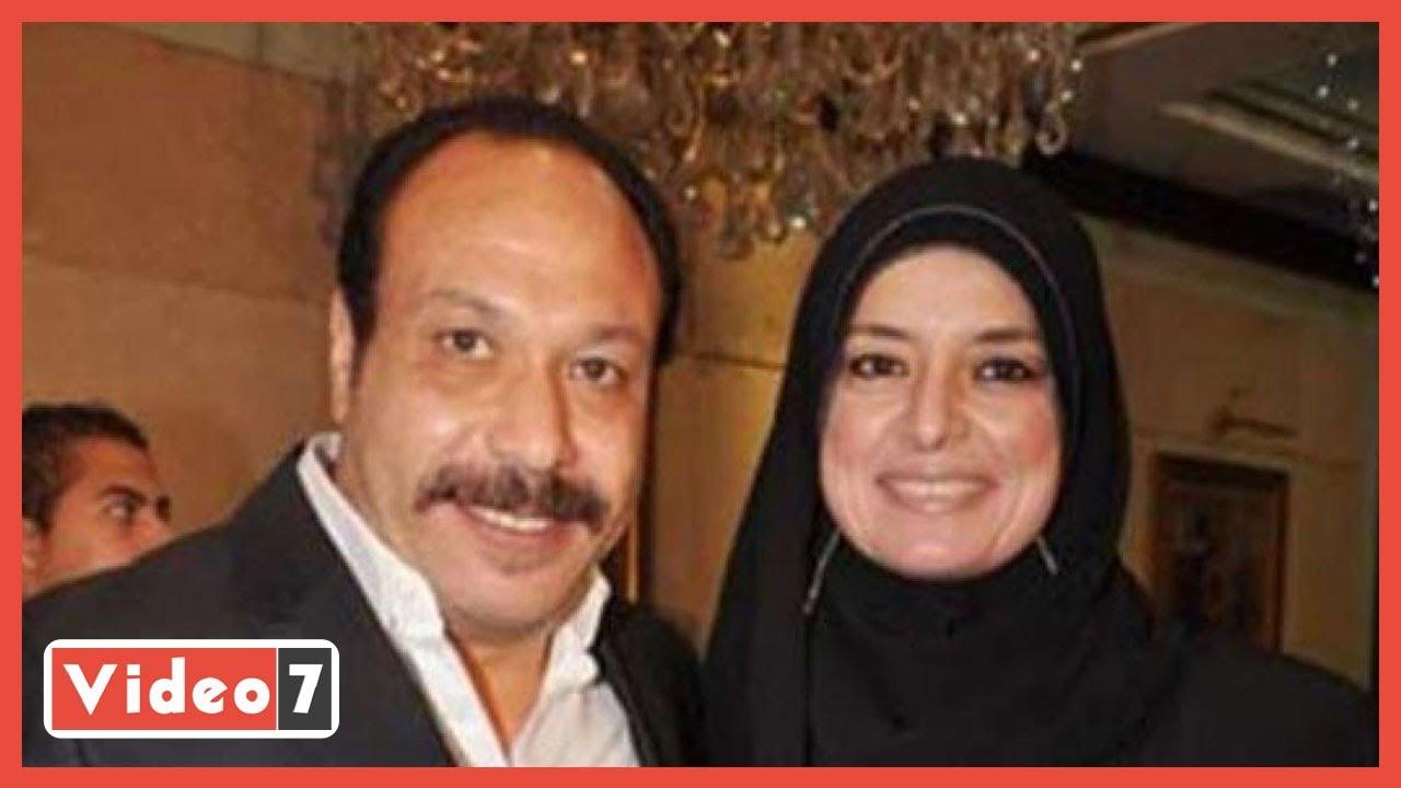 لحظة خروج جثمان زوجة الفنان خالد صالح من مسجد عمرو بن العاص  - 13:59-2021 / 4 / 17