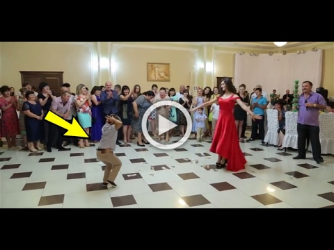 At This Wedding A Mother And Son Danced In This Incredible Way. The Kid Is Unbelievable