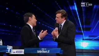 Max Tortora & Fabrizio Frizzi cantano E va' E va'