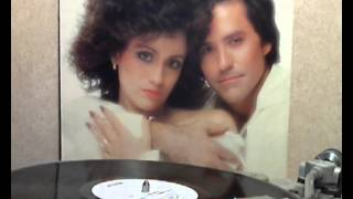 Louise Mandrell & R.C. Bannon - We Love Each Other [original Lp version]