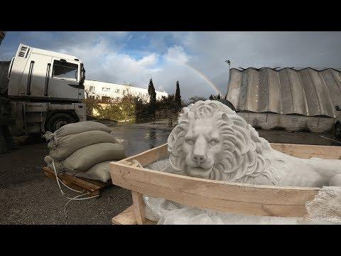 В Севастополь прибыли львы для Матросского бульвара