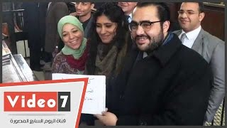 بالفيديو.. محامون يرفعون لافتة لتهنئة ماهينور المصرى بعيد ميلادها من داخل معهد أمناء الشرطة