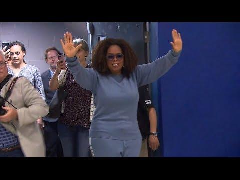 Oprah Winfrey visite une école montréalaise