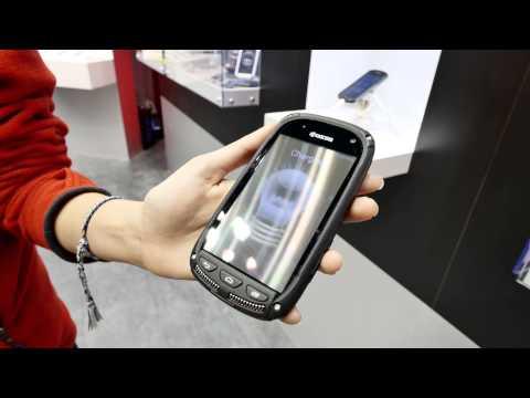 Kyocera Solar Akku in Display im Hands On [4K Deutsch]