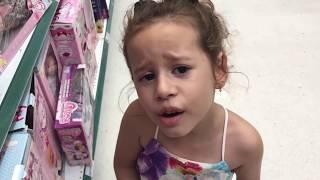 Tipos de crianças na loja de brinquedos 04