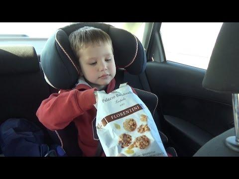 VLOG едем на авто остановки распаковка Киндер сюрприза Hot wheels go by car unboxing Kinder surprise