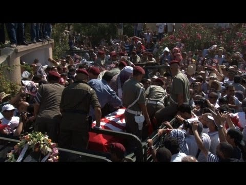 Thousands attend funeral of Tunisia opposition leader