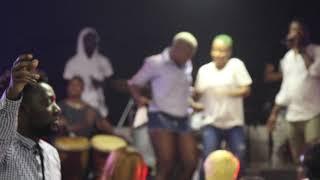 Gambar cover Zota et fallone mettent le show au concert de Paris