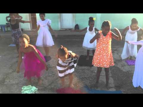 Born in Africa: Tess Lee`s school day at Harkerville Primary School