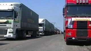 Грузовики Гуманитарного рейса Рината Ахметова вернулись в Курахово