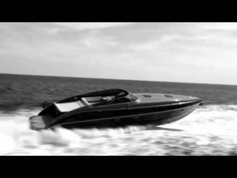 Kraft und Dynamik von PERFORMANCE Marine Luxus-Power-Yachten