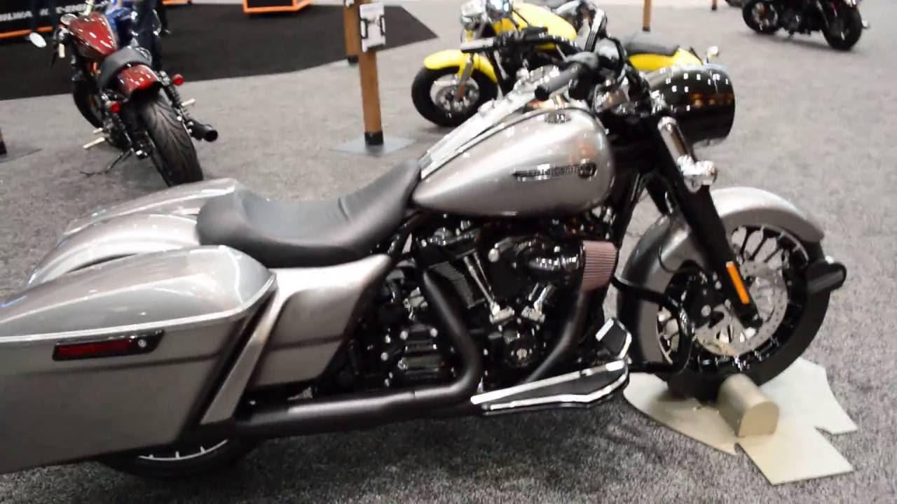 Custom 2017 Road King FLHR Harley-Davidson Billet Silver - YouTube
