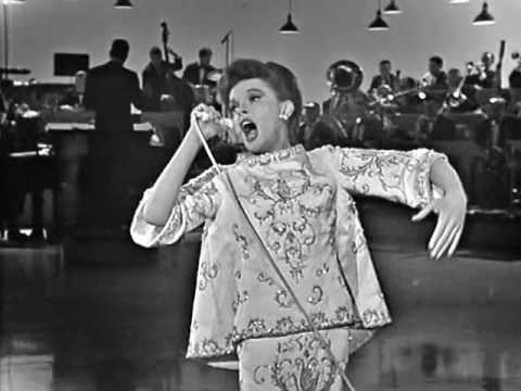 Judy Garland - Overture/I Feel A Song Coming On