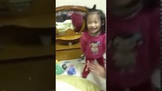 Em bé cute nhảy Finger family song