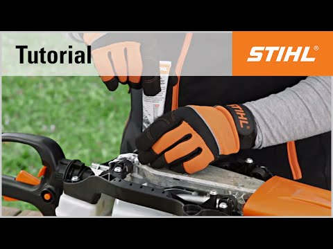 Lubricating the gears of a STIHL petrol hedge trimmer
