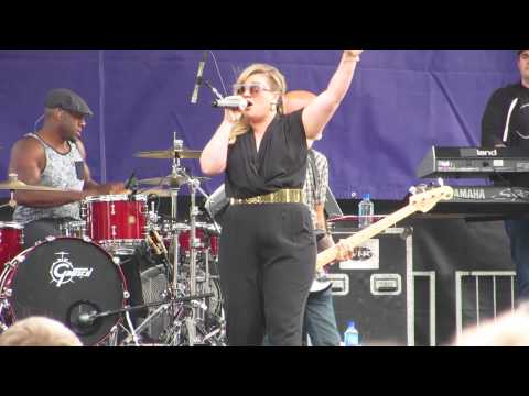 Heartbeat Song - Kelly Clarkson Live (Alice's Summerthing 2015)