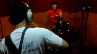 uprealband, latihan lagu baru, 28-04-2011, tanpa vocal and gitar (APRIL BAND INDIE DEPOK) Mp3