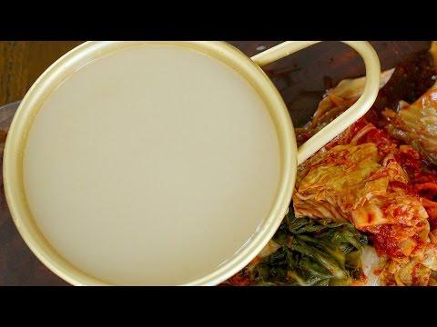 Makgeolli (Korean rice liquor: 막걸리)