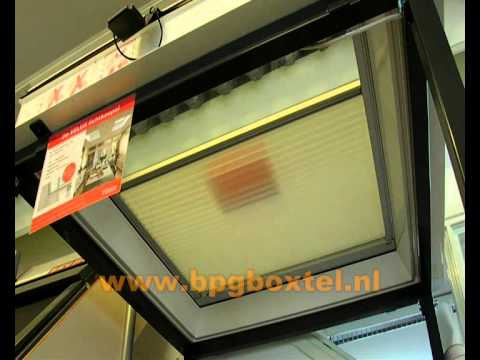 velux plisse gordijn elektrisch bediend youtube. Black Bedroom Furniture Sets. Home Design Ideas
