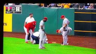 Outfielder gets knocked out from a knee to the face