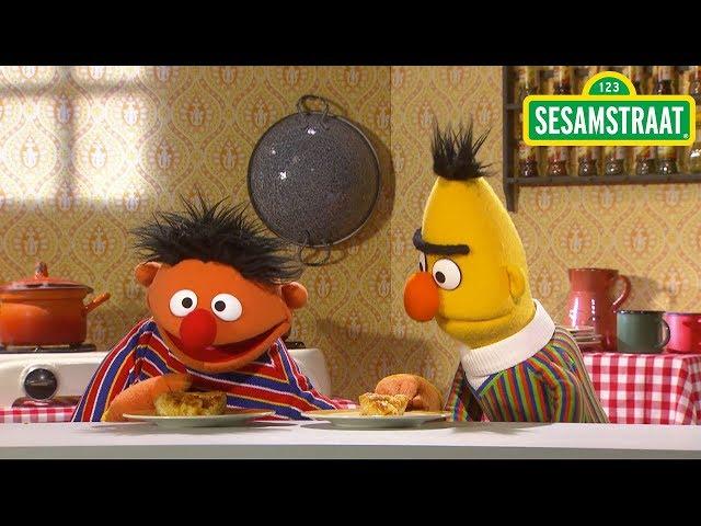 Wie krijgt het grootste stuk taart? - Bert & Ernie - Sesamstraat
