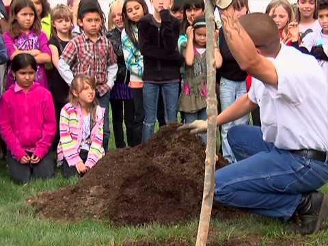 Santa Clarita's Urban Forestry Teaches Children Art of Tree Planting