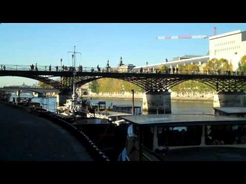 One-Minute Paris A Walk along the Seine.mp4