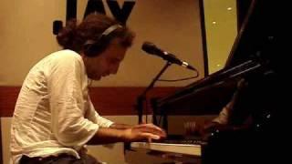 Stefano Bollani improvvisa su Kink di Trentemøller a B Side (Radio Deejay)