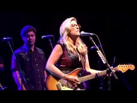 """Susan Tedeschi w Luther Dickinson """"Angel from Montgomery/ Sugaree"""" Bethel Woods 7/20/16"""