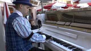ALAN THOMPOSN JR. RAGTIME PIANO PERFORMANCE AT DISNEYLAND