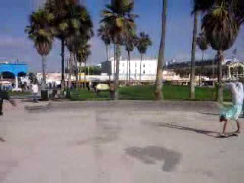 45 Yr old Idaho man skateboarding in Venice Beach ...