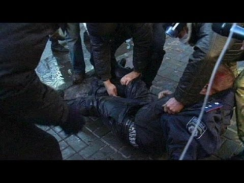 Ukrainian police held in check pay with lives