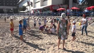 Русские игры и забавы на пляже Аликанте