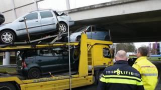 Vrachtwagen te hoog voor Vrijheidplein............foutje !