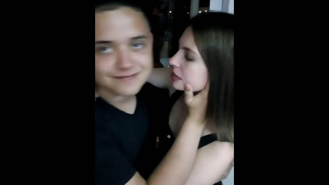 Фото где целуются девушки с девушками