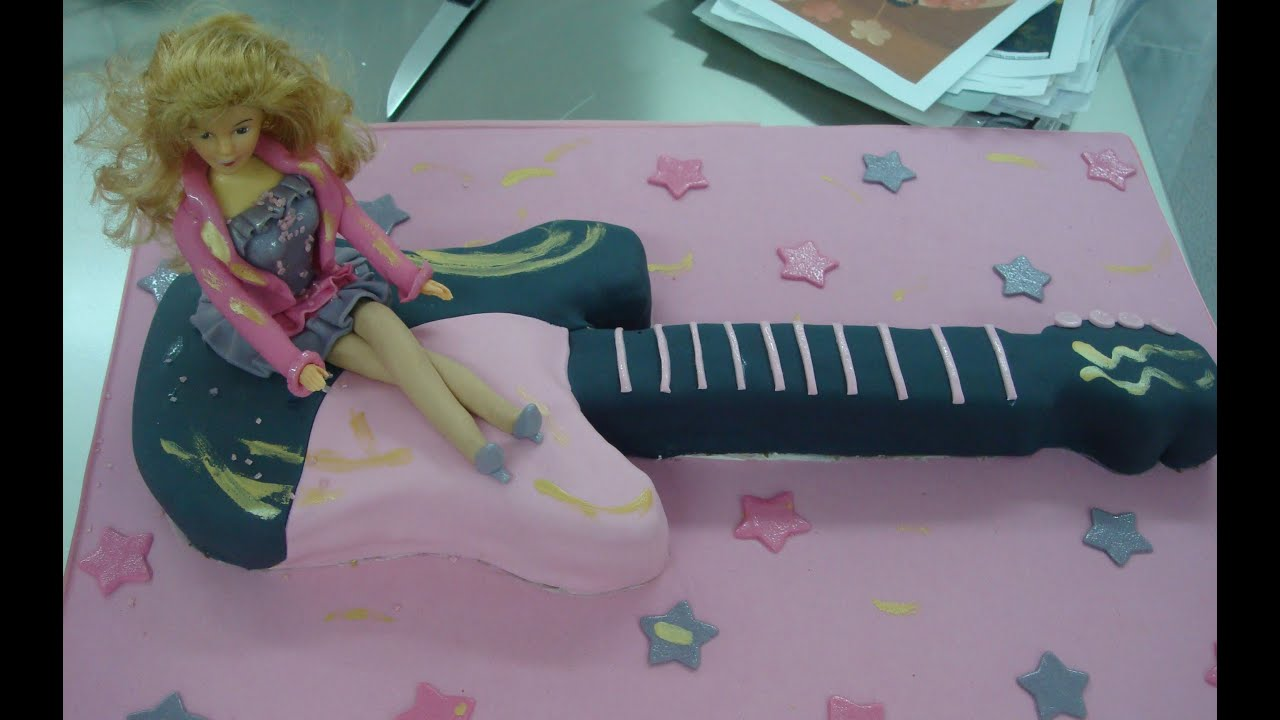 Como hacer una tarta con forma de guitarra con fondant. How to make ...