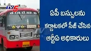 AP RTA Officers Vs Karnataka RTA Officers | Buses Seized In Both States | TV5 News