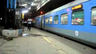 12016-ajmer-shatabdi-express-arriving-delhi-cantt