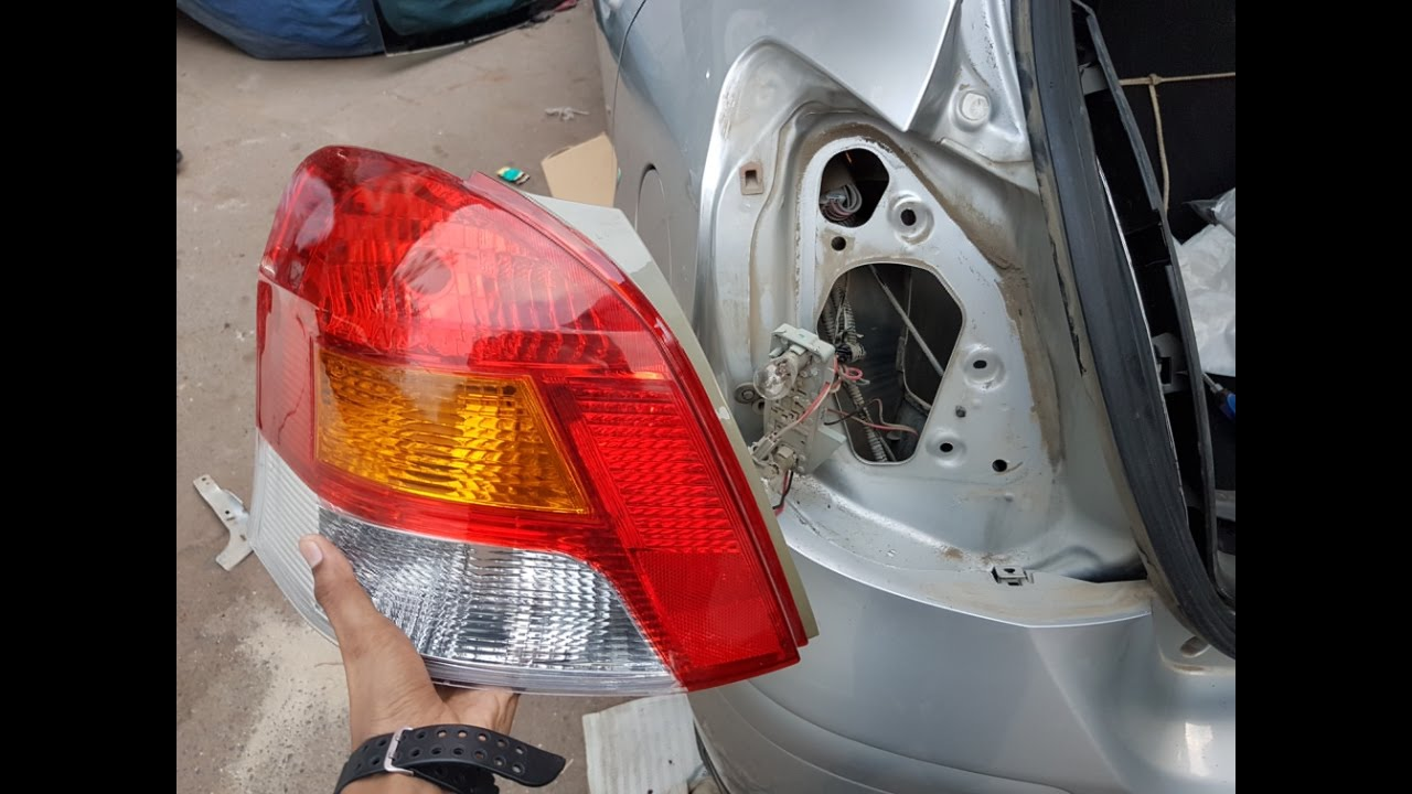 how to replace rear light of toyota yaris