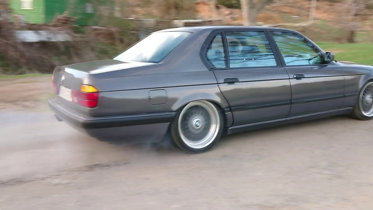 BMW 750il e32 with straight exhaust pipes and oem muffler sound