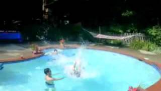 Gainer into pool chair(240p_H.264-AAC).flv