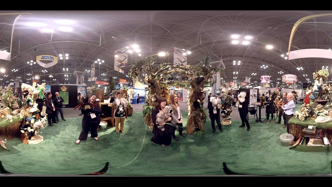 Folkmanis Puppets in 360! Toy Fair 2016 in 360!
